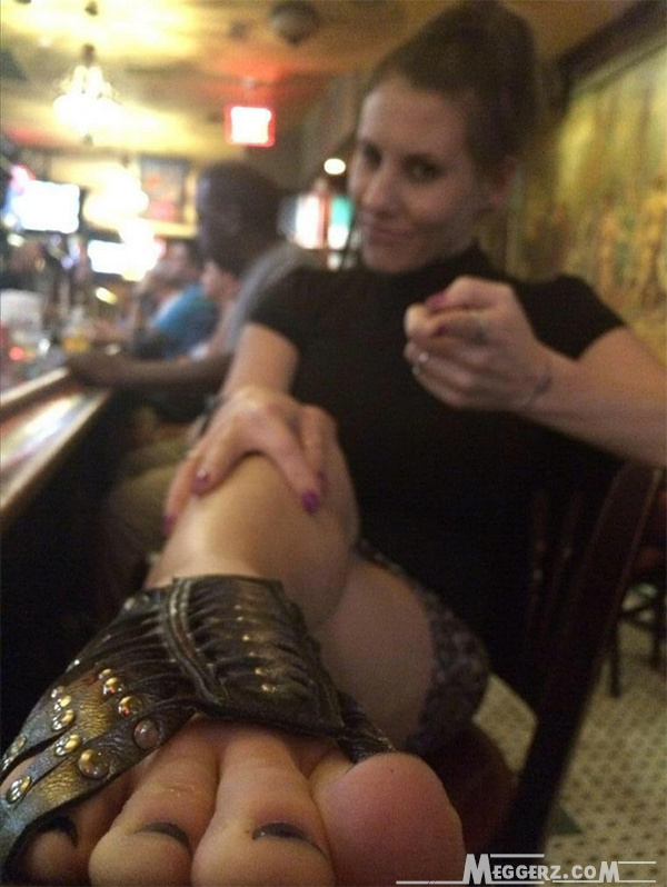 meggerz toes at a bar
